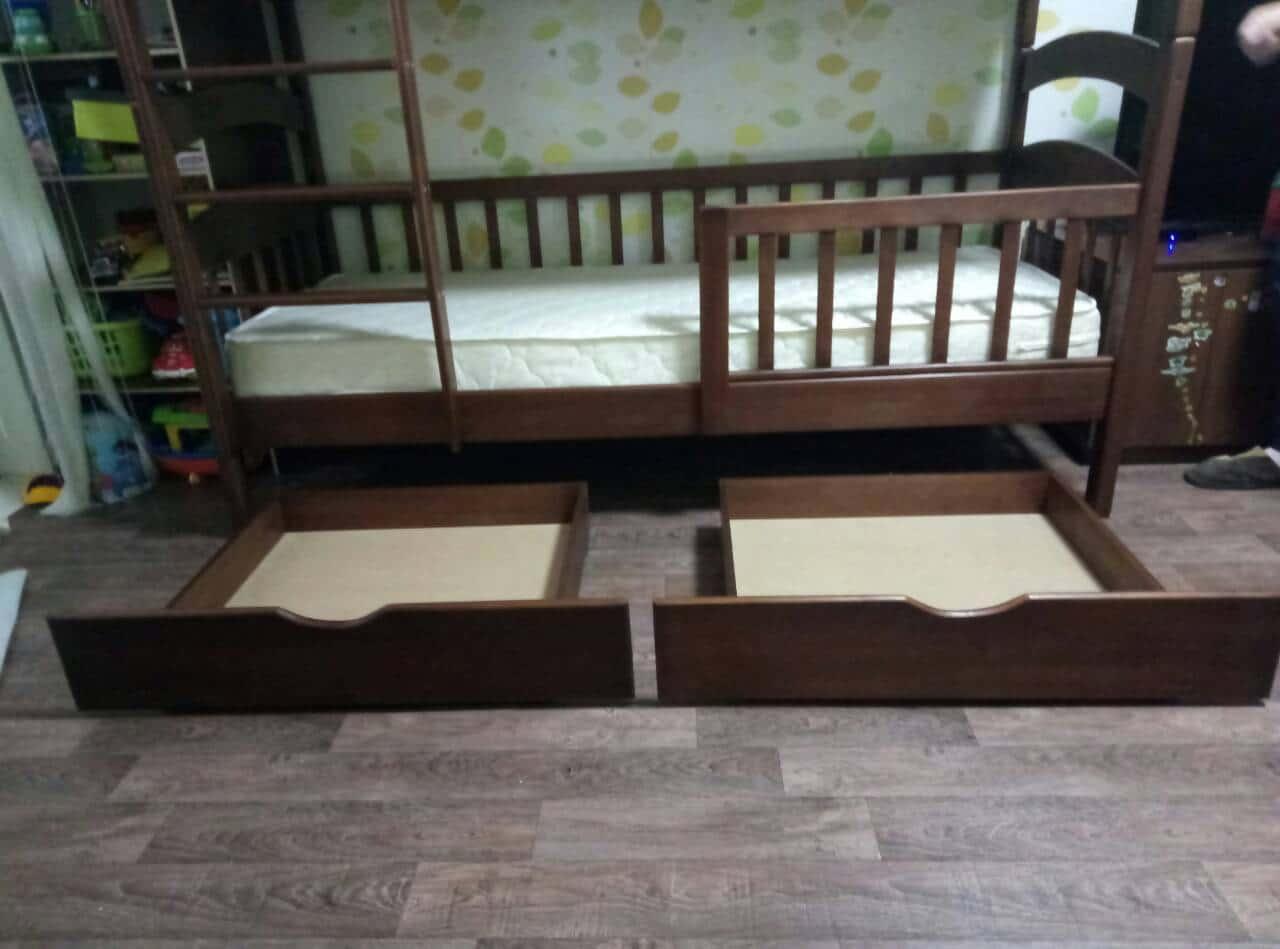 Детские односпальные кровати с бортиком и ящиками